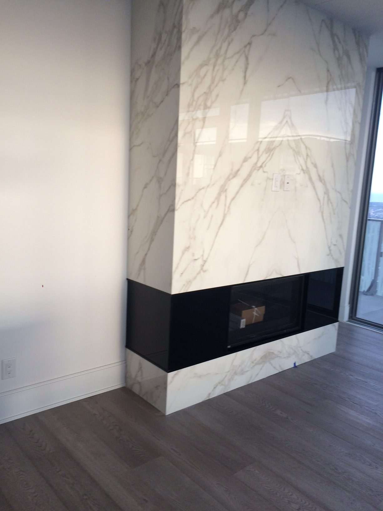 Fireplace - Neolith Calacatta