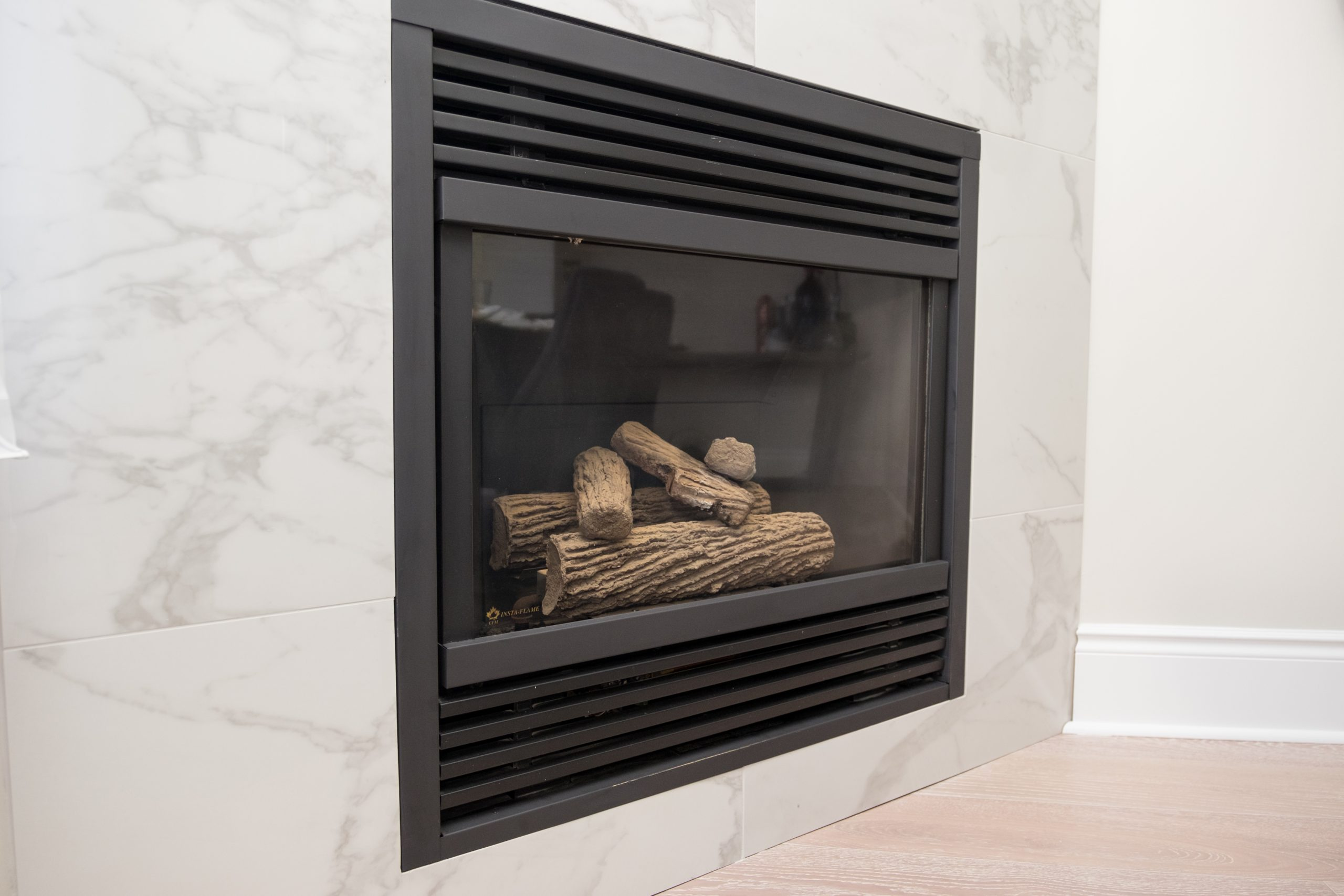 Deluxe Calacatta - Fireplace