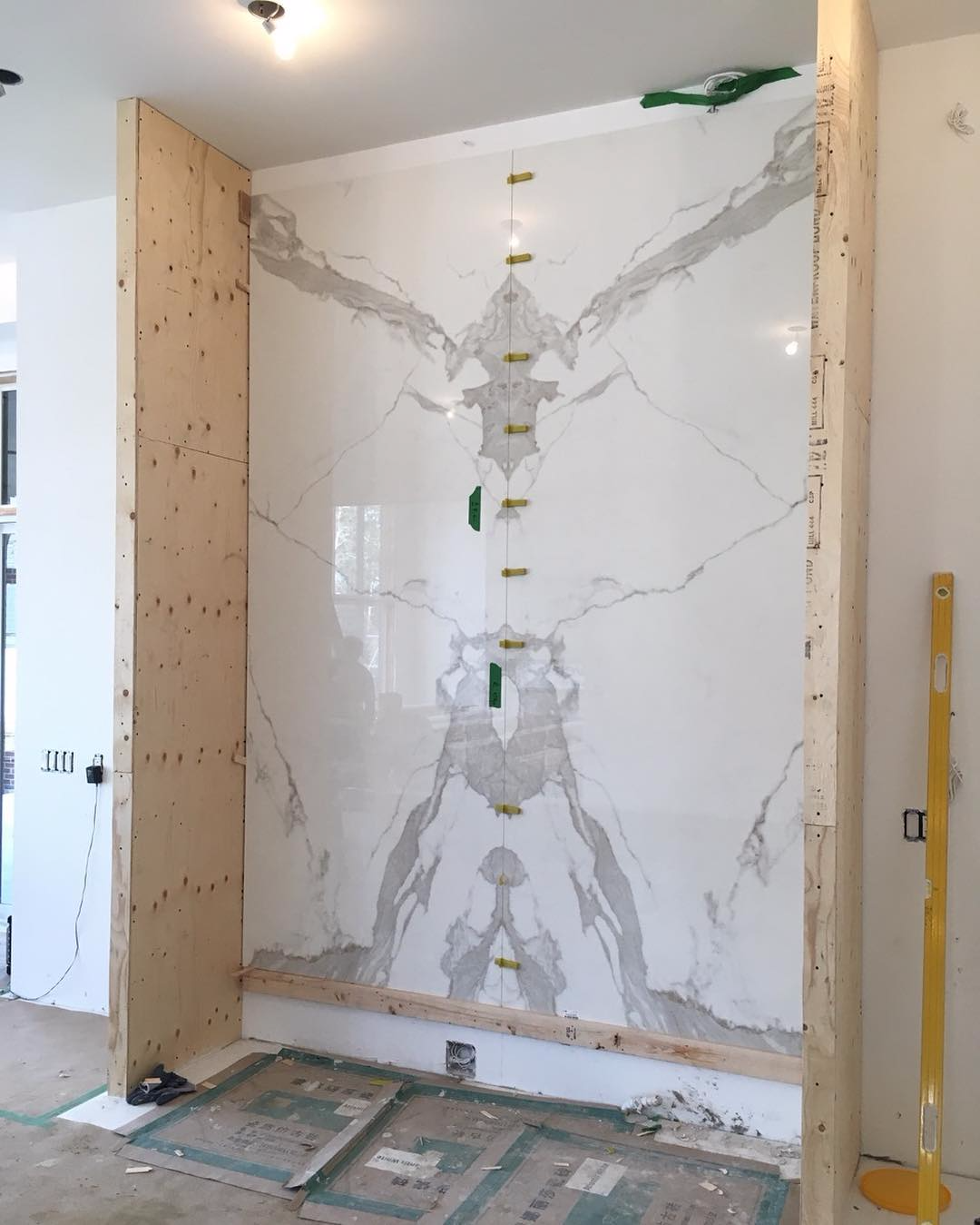 Feature Wall Neolith Estatuario Bookmatched Marble