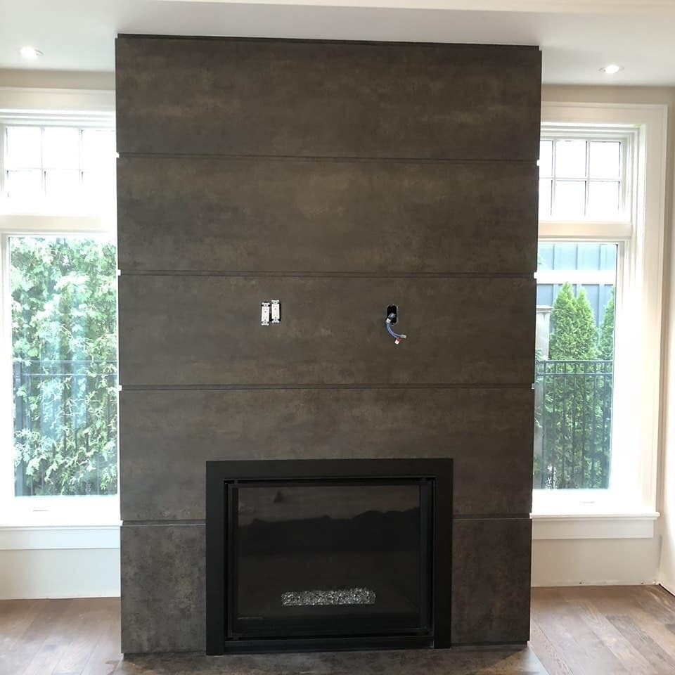 Neolith Iron Moss - Fireplace w/ reveals