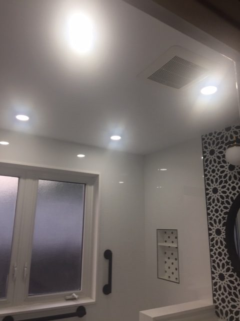 Shower walls: XL Bianco