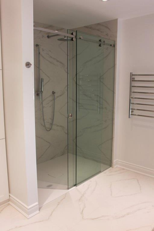 Diamond Matched Shower: Motif Extra Calacatta Silver