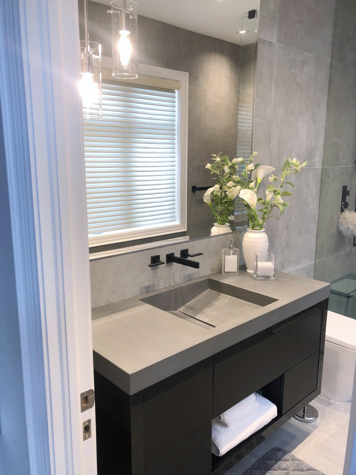 Vanity: Balux Charcoal   Shower, Wall & Floor: StoneOne Dark