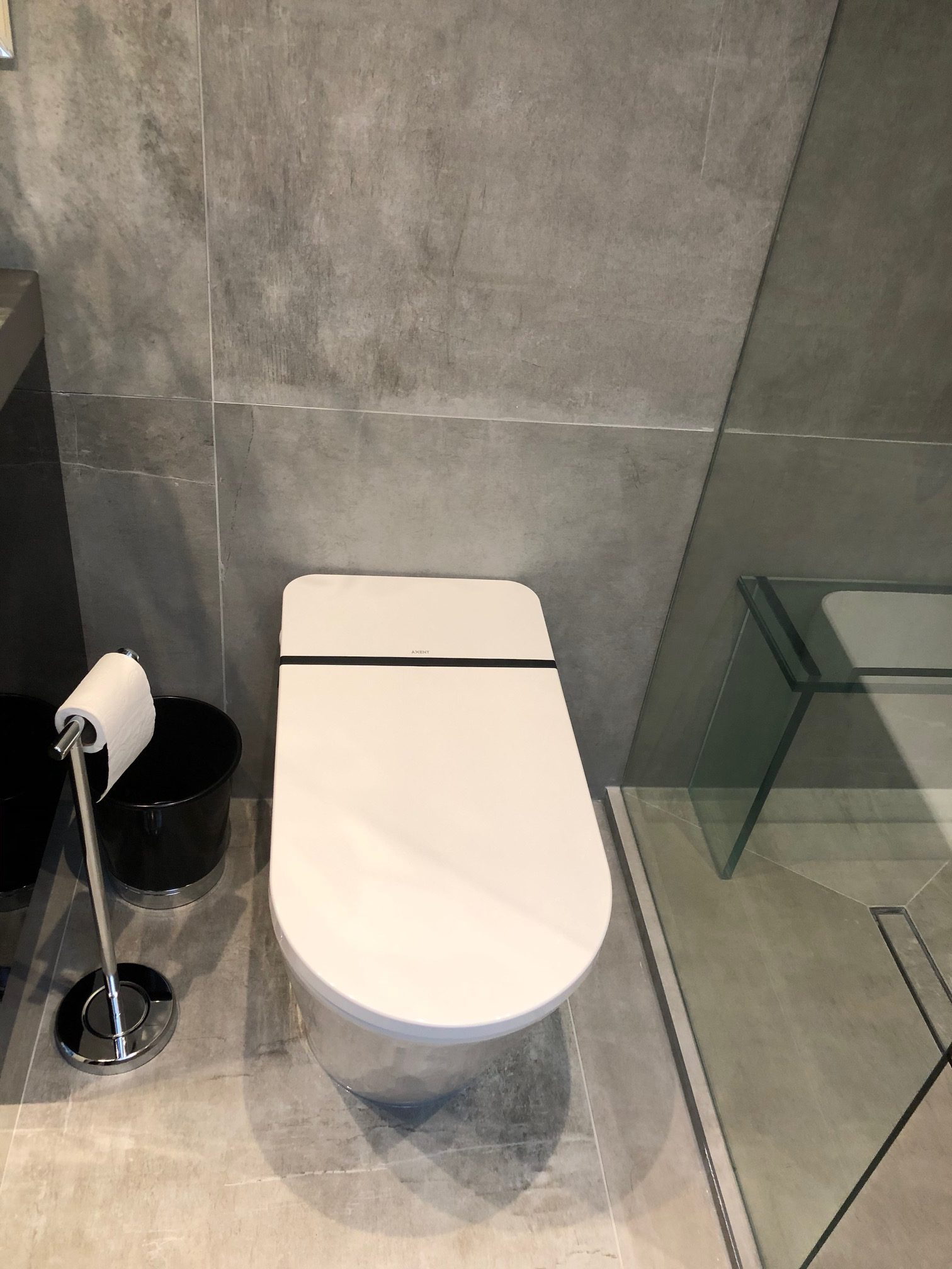 Shower, Wall & Floor: StoneOne Dark