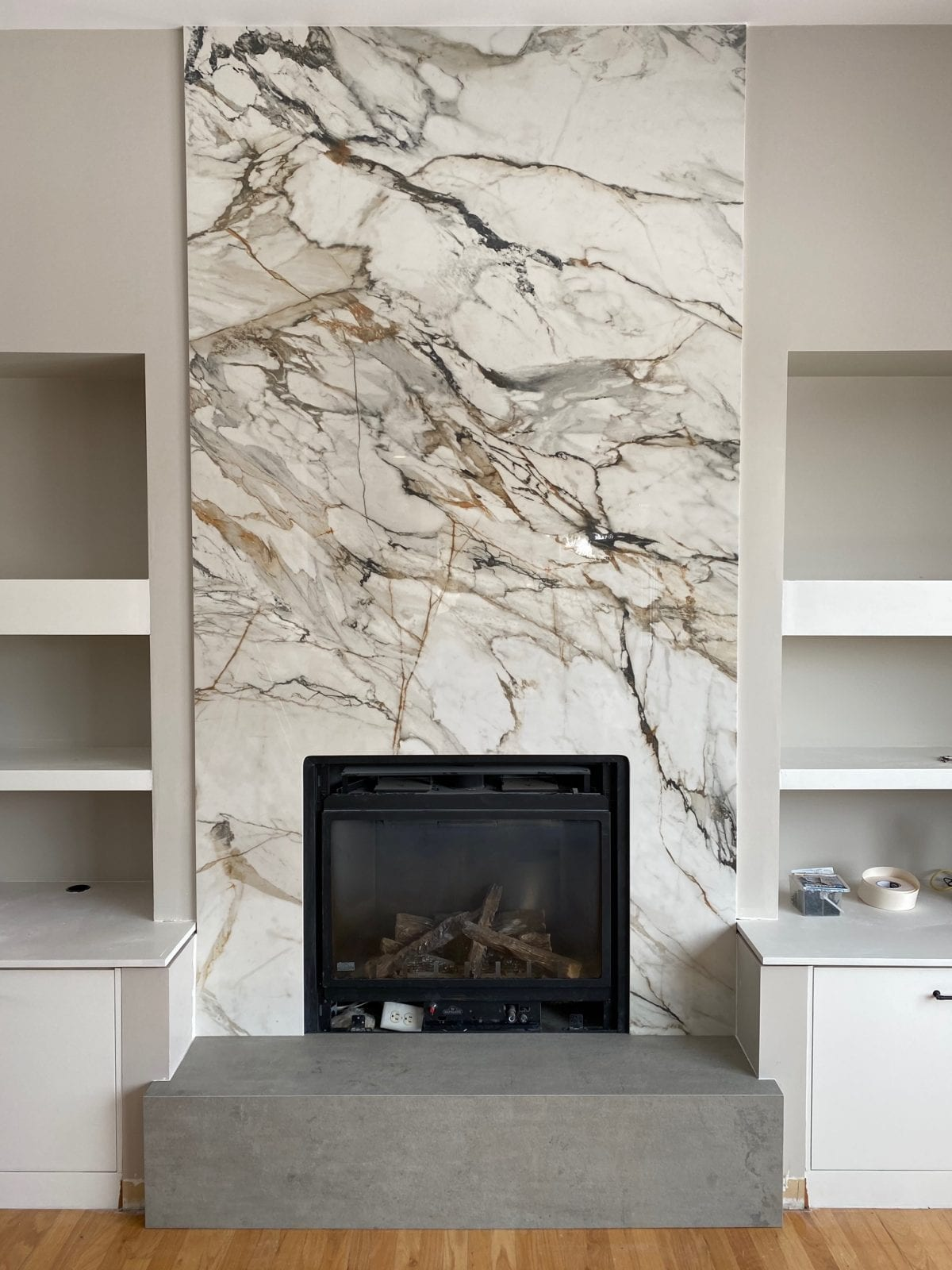 Fireplace Neolith Beton Amp Calacatta Luxe Marble Trend