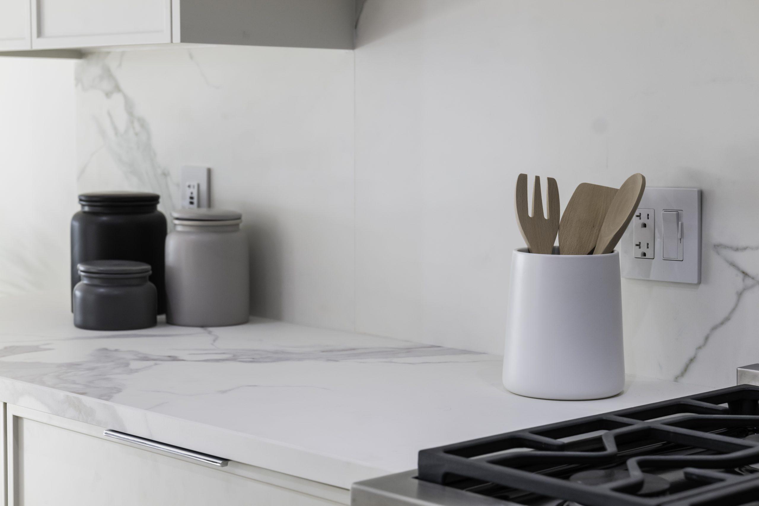 Kitchen: Neolith Estatuario E01