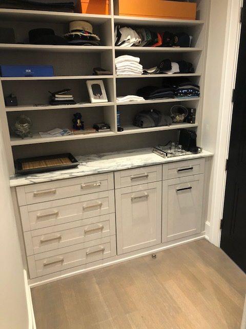 Closet: Arabescato Bianco