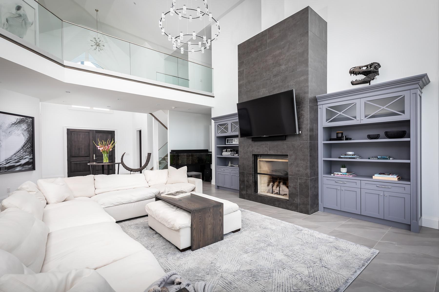 Floor - Parallelo Grey | Fireplace - Iron Grey